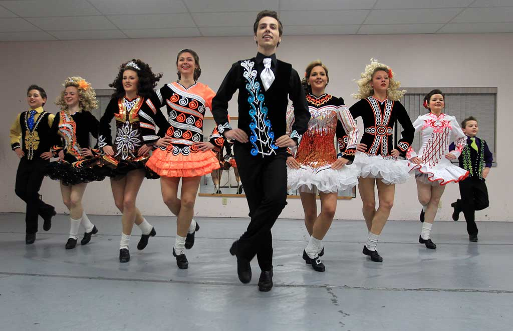irish step dancing Do cairde school of irish dance has locations in middletown (new castle county), de and west chester (chester county), pa we provide irish step dance classes and.