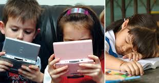 इंटरनेट की दुनिया में खोता जा रहा है बचपन