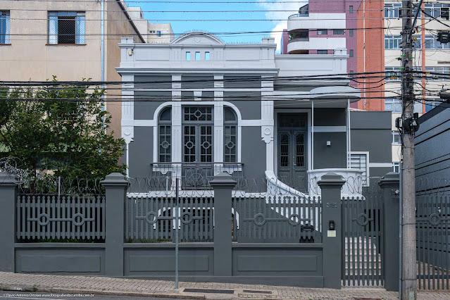 Casa que é Unidade de Interesse de Preservação na Rua Desembargador Motta
