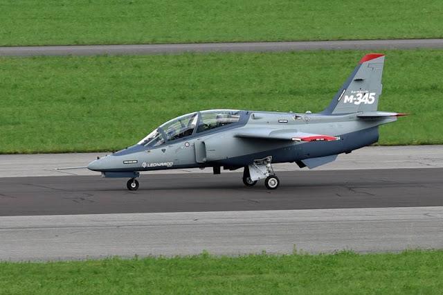 Il nuovo jet da addestramento Leonardo M-345 ottiene la certificazione iniziale