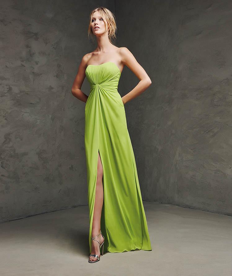 557d71c20 Vestido largo para una boda o fiesta especial. Vestido de gasa de escote  corazón. Cuerpo y falda drapeados con abertura central.