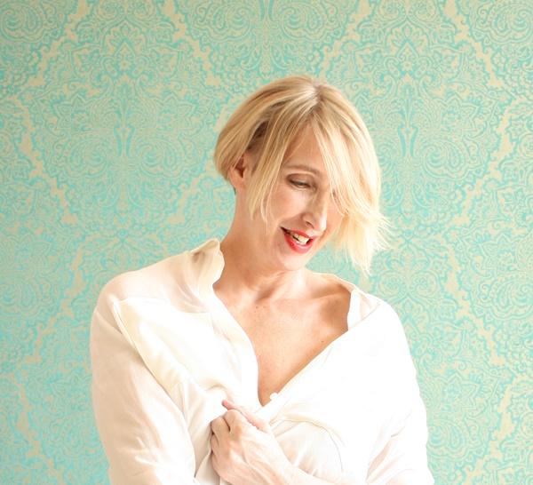 Basics im Kleiderschrank: klassische weiße Bluse und ihre Pflege