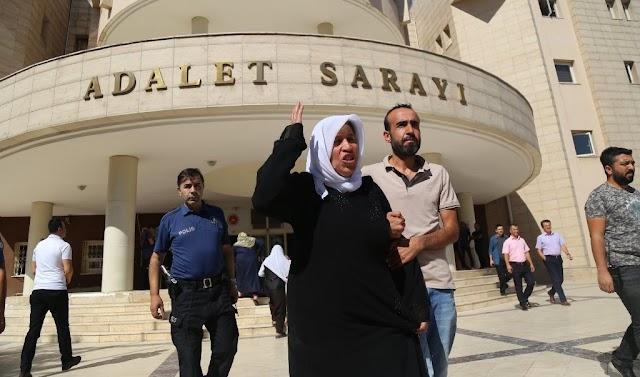 Urfa'da bir aile oturma eylemi başlattı