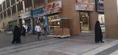 Kompleks Pertokoan Di Madinah