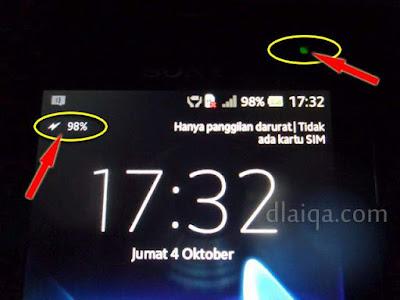 indikator sedang dalam posisi pengisian batere pada smartphone