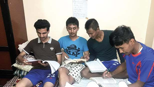 Advantages and Disadvantages of a College Hostel Life