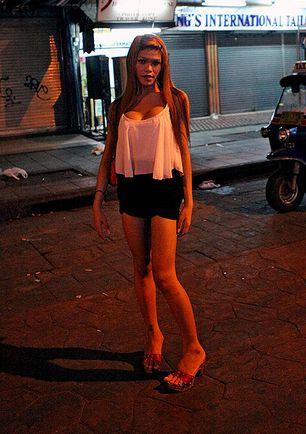 Thai whore in hotel rom 10