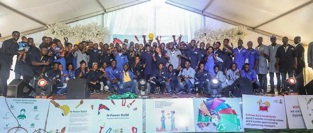 Vice President Yemi Osinbajo with N-Power Build beneficiaries at ANNAMCO Enugu