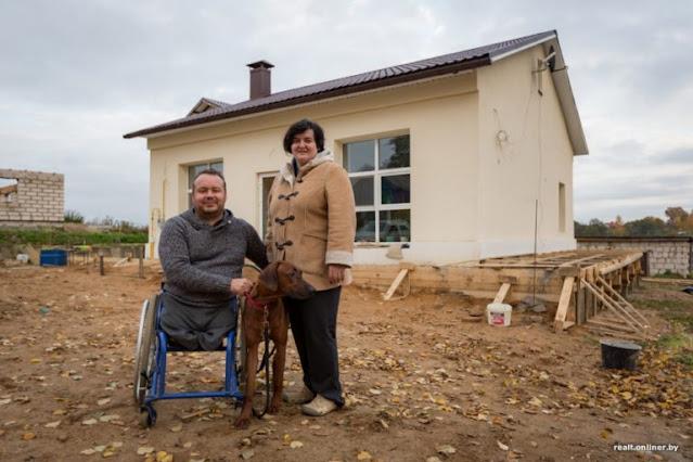 Мужчина в инвалидной коляске превратил заброшенное здание в уютный дом!