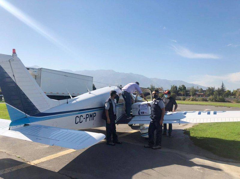 Avionetas civiles distribuyen vacunas en los lugares más remotos del país