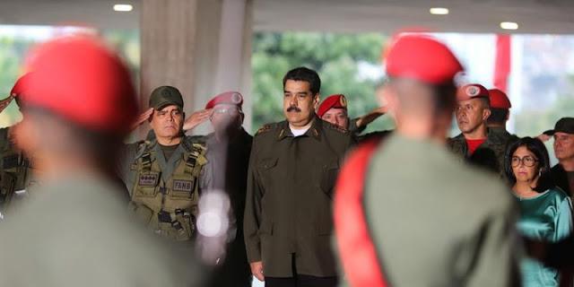 """Maduro desempolva el verde olivo de comandante en jefe: """"Necesita transmitir un"""