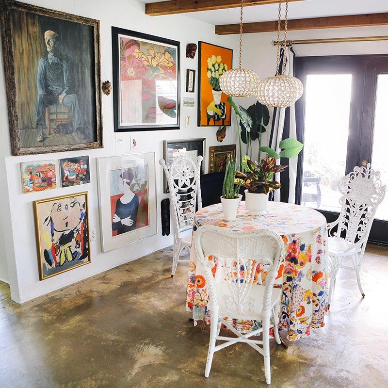 Un gallery wall en el comedor