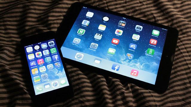 El peligro de usar dispositivos inteligentes antes de acostarse