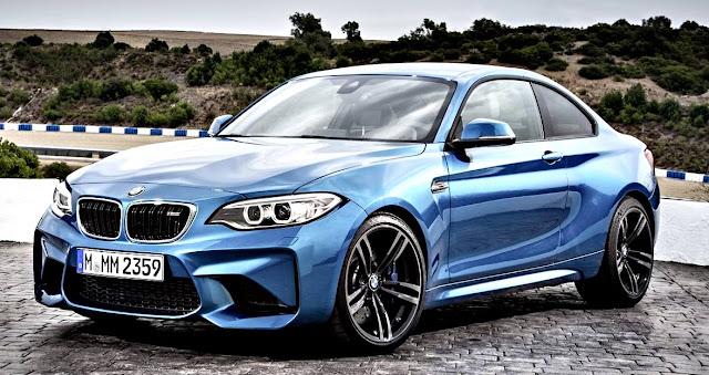 BMW M2 Coupé 2017 lado izquierdo azul rey