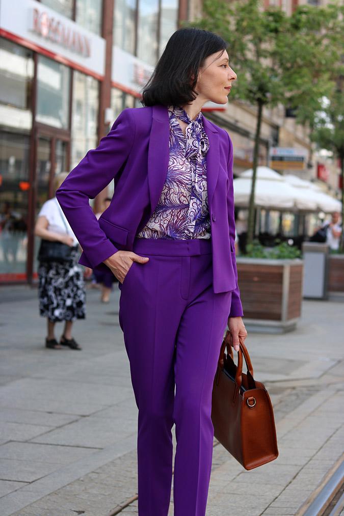 fioletowy garnitur damski