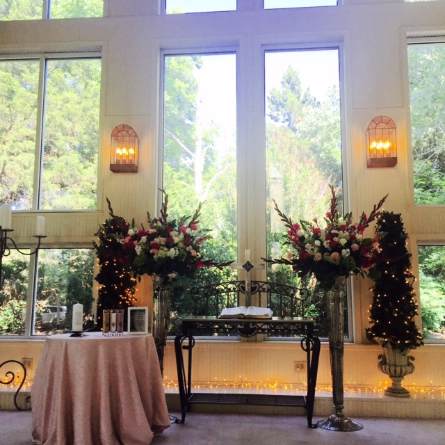Preacher Wedding Altar: Walnut Creek Chapel: Kelly Nutter And Arthur Vincent