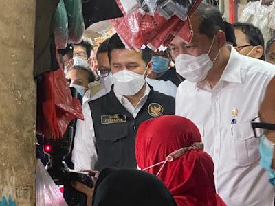 Bersama Menteri Perdagangan, Satgas Pangan Polda Jatim,  Pantau Harga dan Stok Kebutuhan Bahan Pokok di Pasar Wonokromo