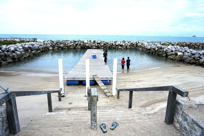Kolam penangkaran penyu di Pantai Tongaci, Bangka