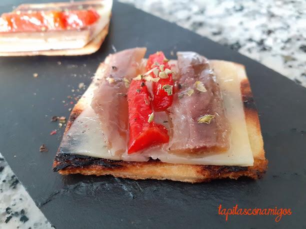 Crujiente de anchoa con queso