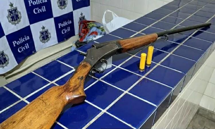 Arma de fogo e munições são apreendidas durante abordagem a carro na BR-030, em Brumado