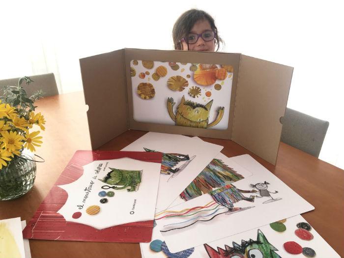 Libro con láminas y teatro de cartón kamishibai Monstruo de colores