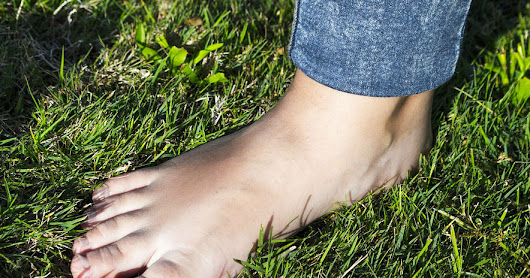 Health Magic Of Green Grass If You Walk Barefoot On It