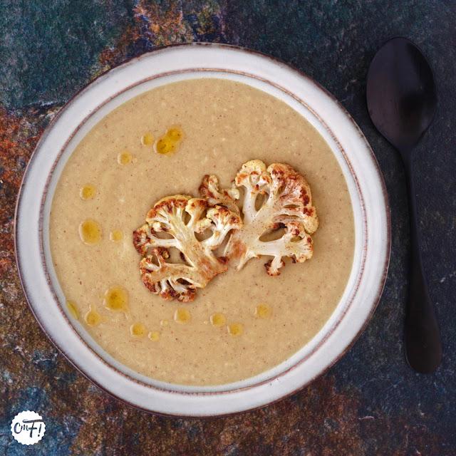 Velouté de chou-fleur rôti et lait de coco