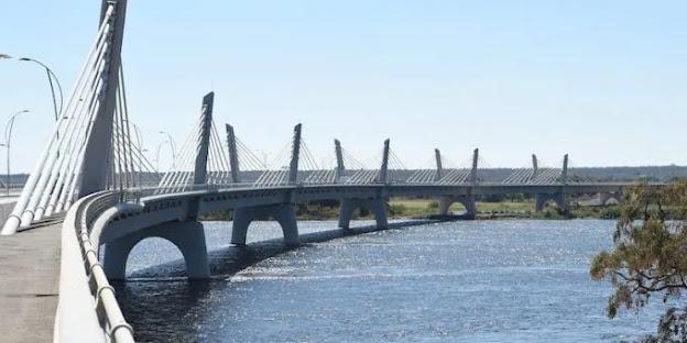 Il ponte africano curvo, su uno dei confini più strani al mondo