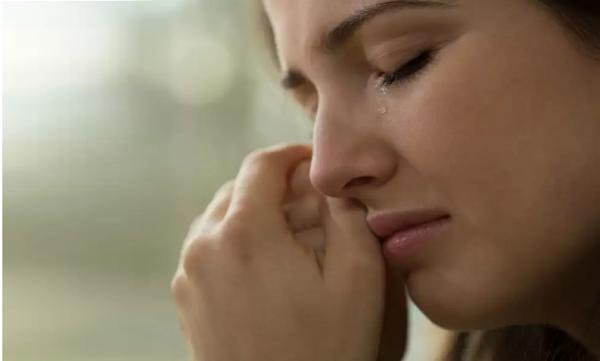 اسباب البكاء بدون سبب