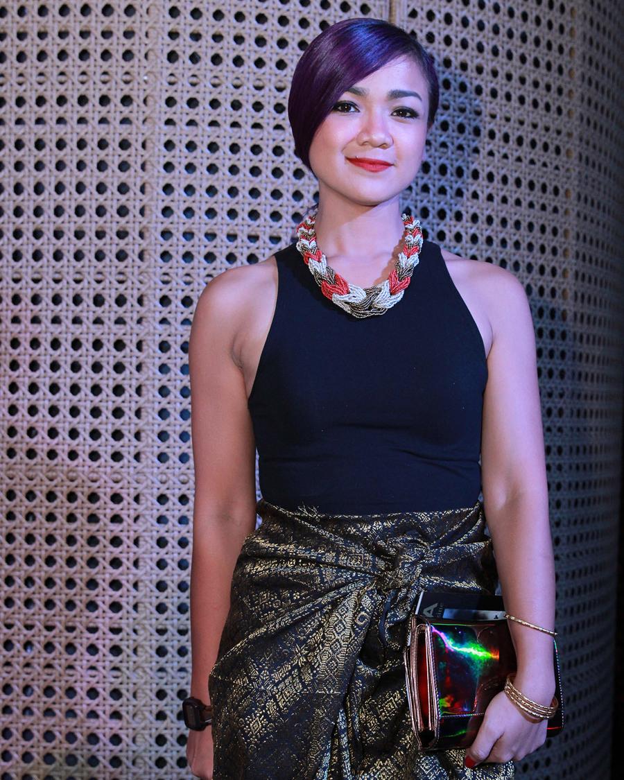 Nirina Zubir artis anak pejabat pakai tanktop ketat dan seksi