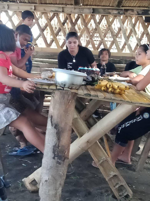 Photos of Angel Locsin sharing meals with a poor family in Quezon and backriding a tricycle go viral