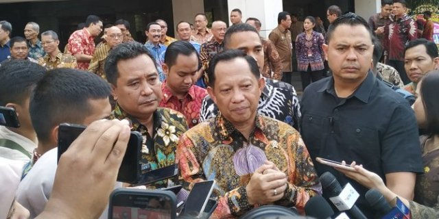 Beda Pengawalan Mendagri: Tjahjo Longgar, Tito Ekstra Ketat