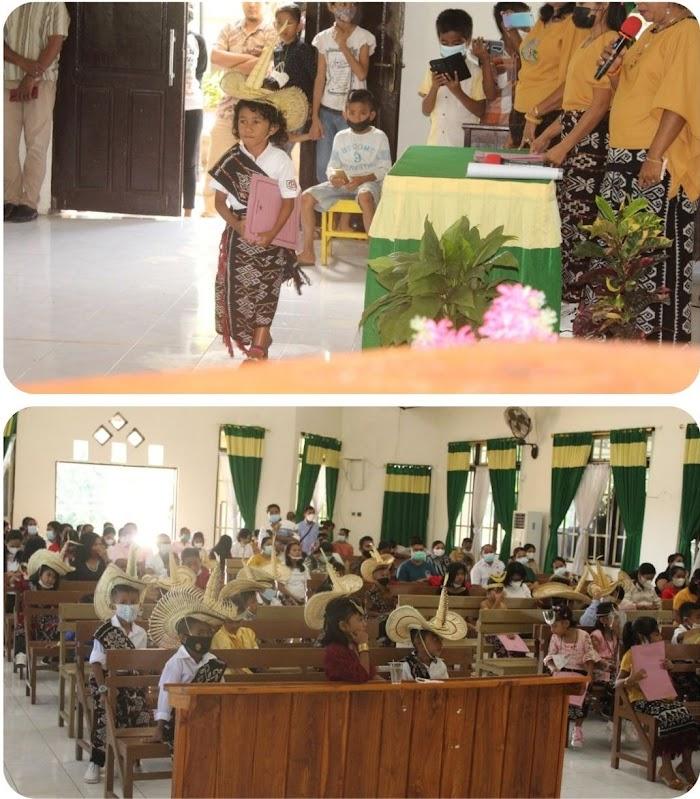 Wisudakan 51 Siswa Siswi TK. Kristen Syalom Mokdale Menggunakan Pakayan Adat