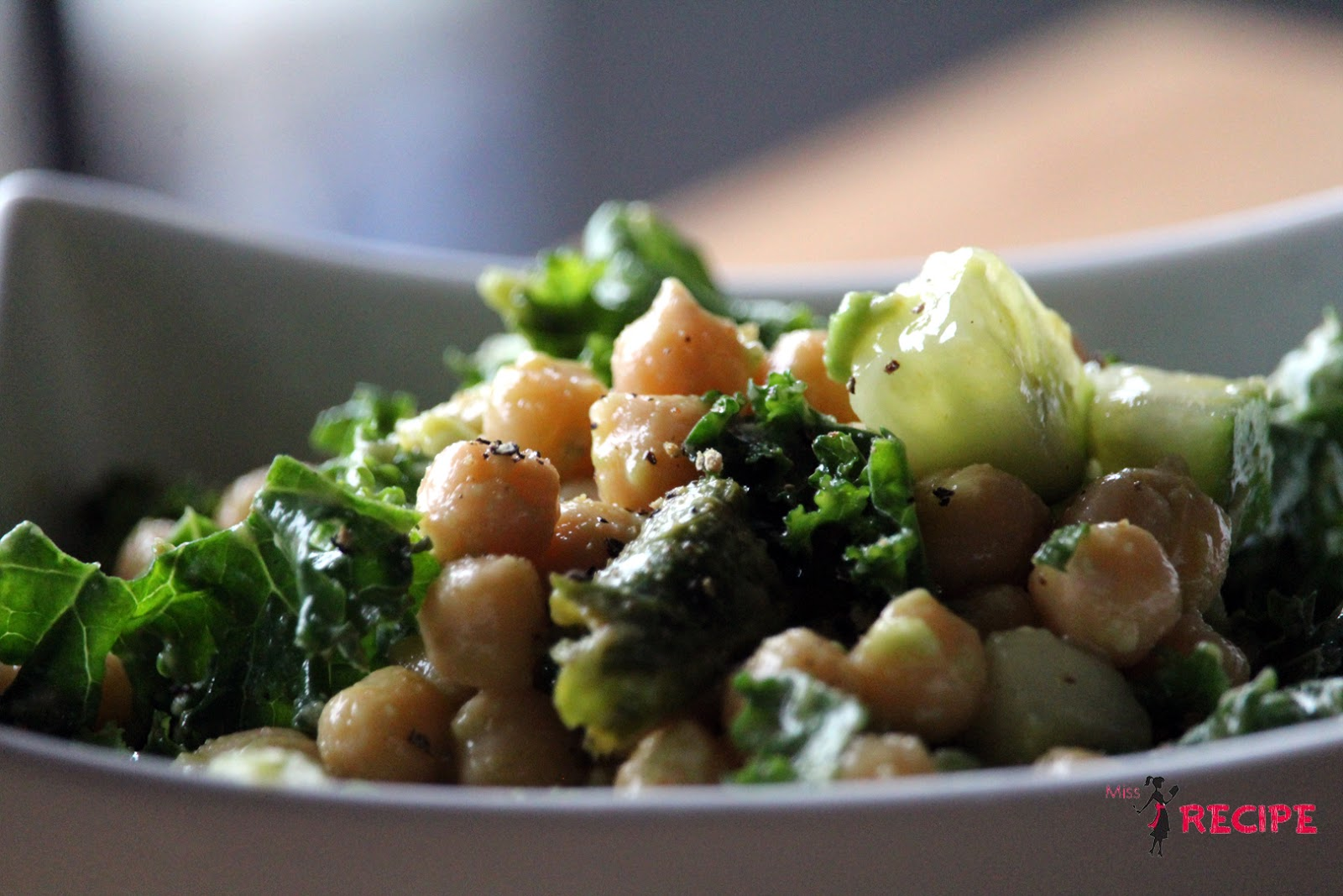 Salade de kale, pois chiches et avocat - Kale, chickpeas..