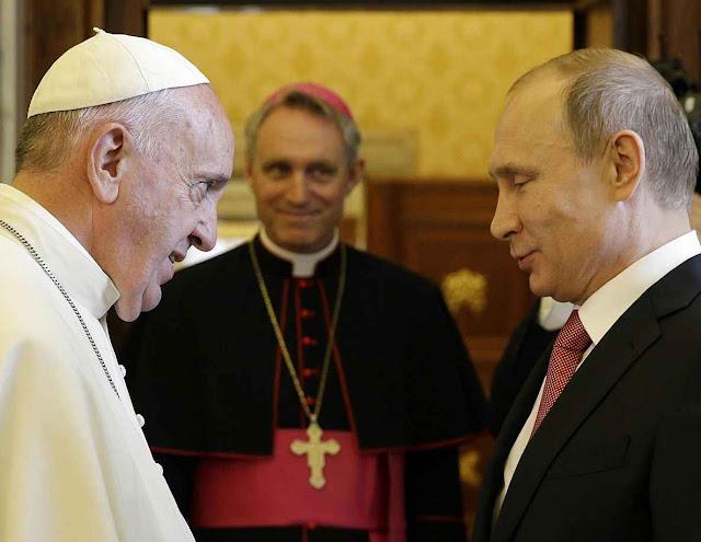 Papa Francisco assumiu amável mas incompreensível equidistância  face ao invasor Vladimir Putin ferindo os católicos ucranianos. Vaticano 10.6.2015