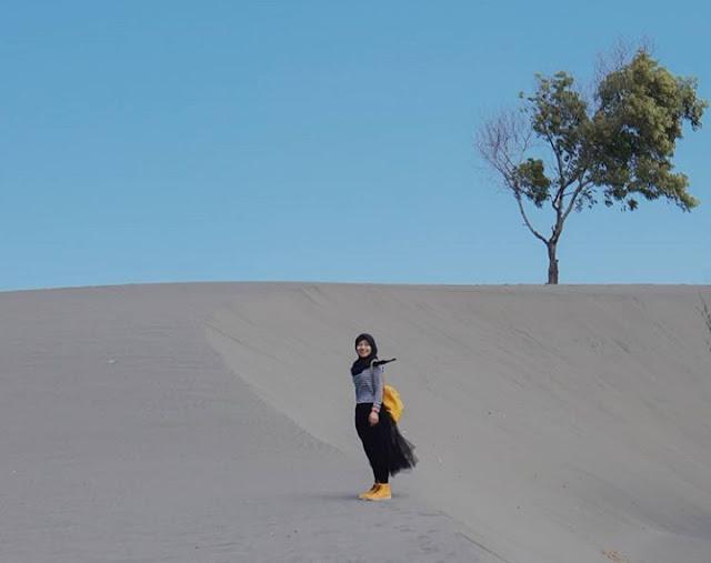 gumuk pasir parangkusumo 2020, alamat gumuk pasir parangkusumo, lokasi gumuk pasir parangkusumo, rute gumuk pasir parangkusumo, harga sandboarding gumuk pasir jogja 2020, tiket masuk gumuk pasir parangkusumo 2020, gumuk pasir parangkusumo, wisata dekat gumuk pasir, harga tiket masuk gumuk pasir 2020, gumuk pasir di dunia, batik gumuk pasir