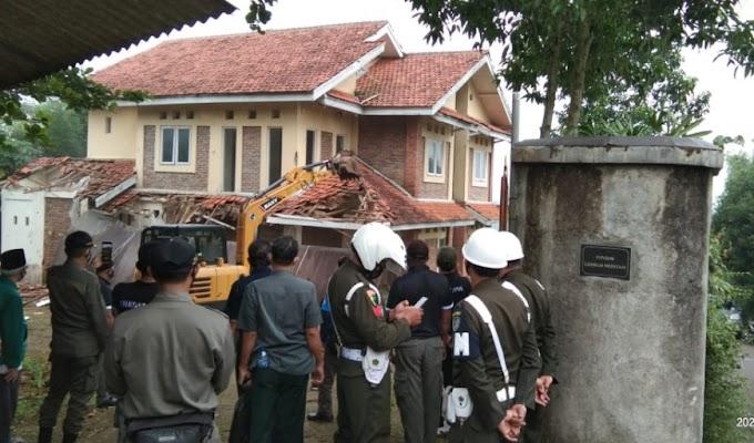 PN Cibinong Eksekusi 3 Villa di Desa Pasir Angin Megamendung Bogor
