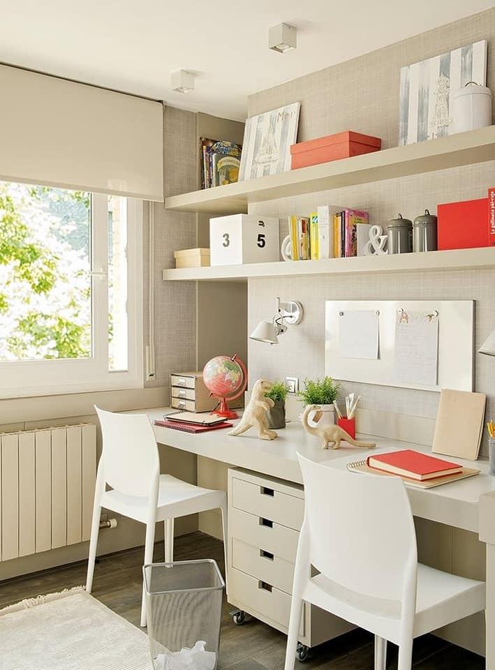 Diseño moderno de escritorios con repisas flotantes