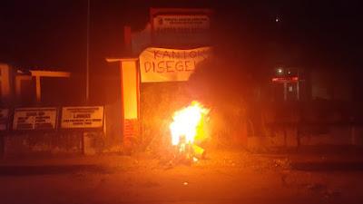 Oknum Pejabat Desa Perian Diduga Gelapkan Dana BST, Warga Segel Kantor Desa