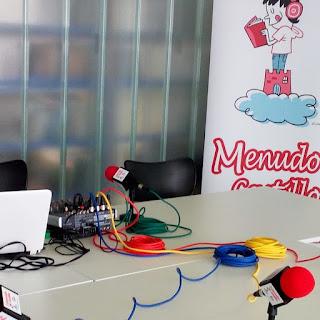 Menudo castillo tiene un pequeño estudio portátil para hacer radio en muchos rincones diferentes