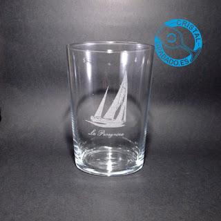 Vaso de sidra grabado con dibujo barco