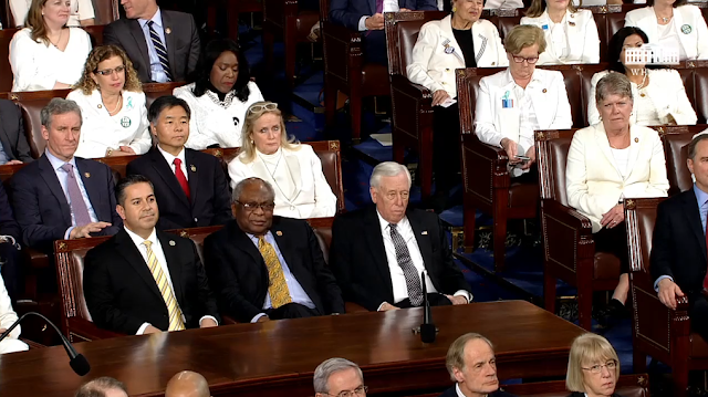 State of the Union 2020 Democrats audience no applause stonefaced jobs unemployment reaction