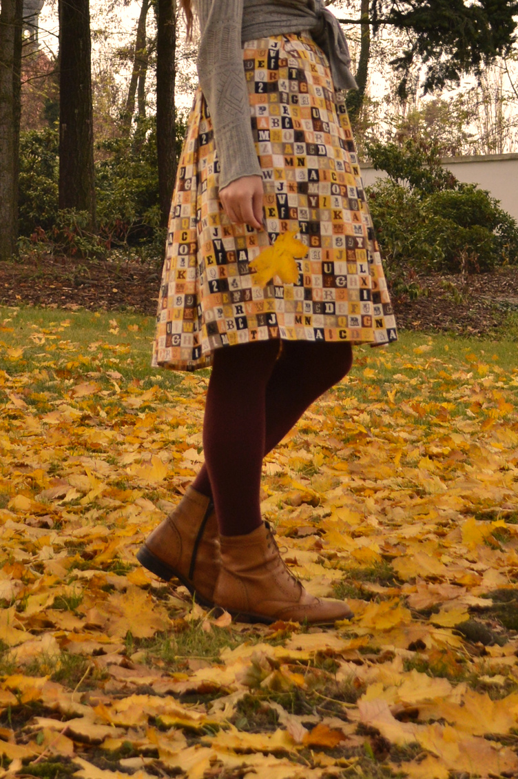 autumn colours outfit, colourful leaves, christmas presents shopping, georgiana quaint, november time, handmade autumn dress