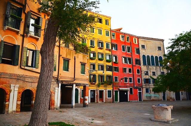 Markodrapy v židovském ghettu. Budovy dosahující výšky 7 pater. Jediné v Benátkách
