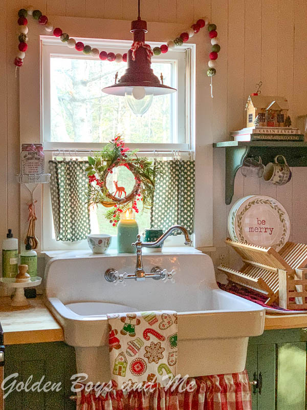 American Standard country sink in cabin - www.goldenboysandme.com