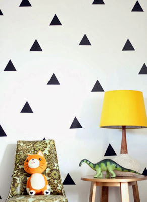 7 Simple DIY to Decorate Living Room Walls With Urban Style