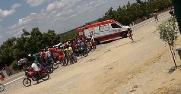 Mulher morre após colidir moto contra bicicleta em Quixadá