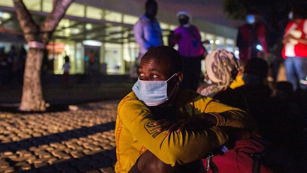 Personas huyen de Palma en Mozambique