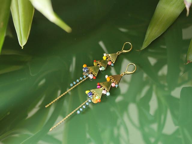 BO pendantes, attache dormeuse, triangle graphique, perles multicolores, breloques, doré