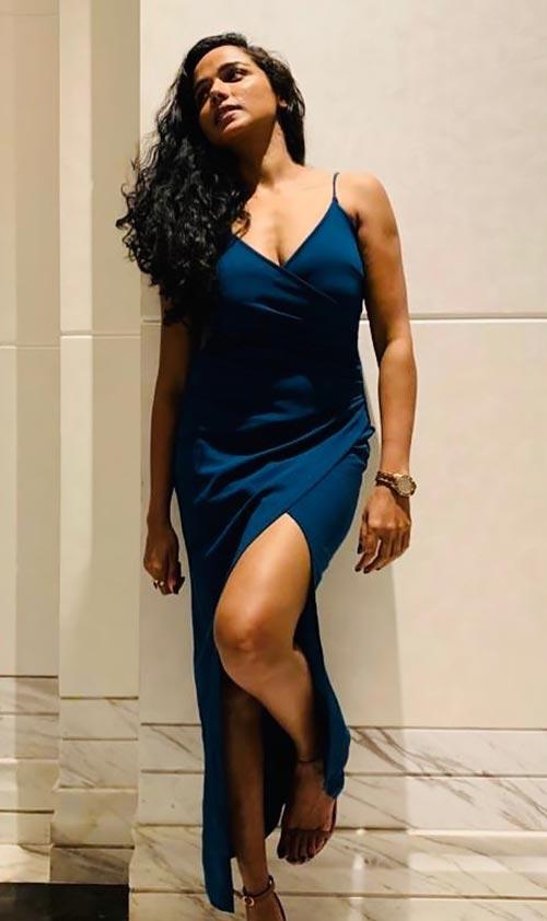 Tuhina Das legs cleavage Bengali actress hai tauba damayanti nokol heere hoichoi